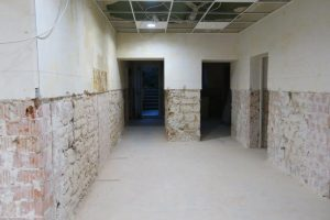 Vorbereitung der Wand für die Innenabdichtung