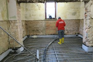 Fußbodenheizung und Beginn der Betonage der neuen Bodenplatte