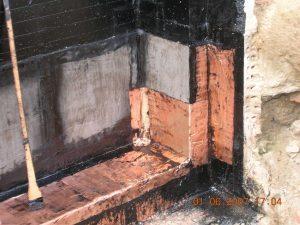 Kellerabdichtung Schlosscarree Braunschweig, Die Ausführung mit Cupferriffelband eignet sich besonders bei Ecken und Kanten.